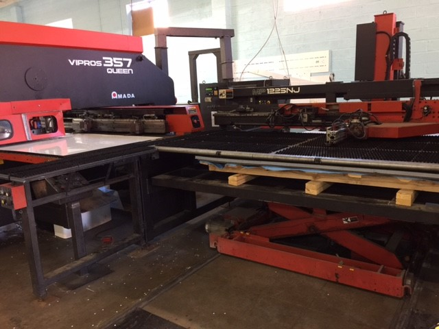 AMADA TURRET 357 QUEEN WITH LOADER & UNLOADER